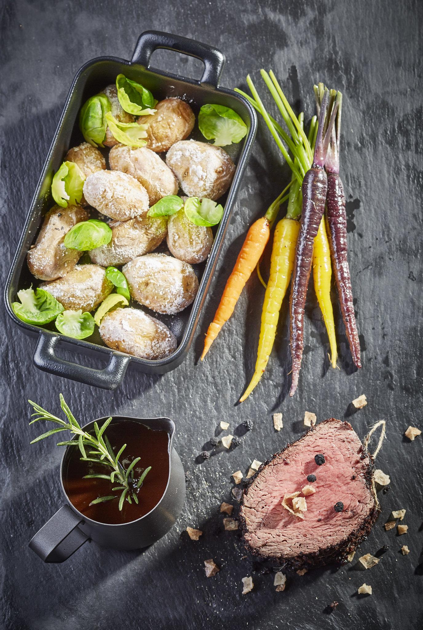 Bergpfeffer-Steak mit Kartoffeln in Salzkruste Hotel Marten Saalbach-Hinterglemm