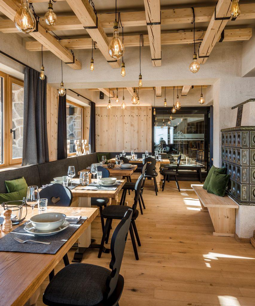 Schmankerl-Restaurant die Alm 2350 über Saalbach